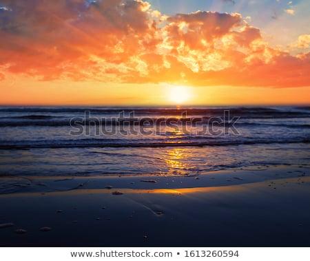 Parlak gündoğumu okyanus güneş su bulutlar Stok fotoğraf © alinamd
