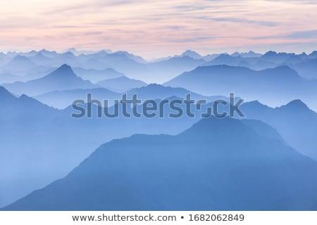 Rano mgły góry jesienią projektu jodła Zdjęcia stock © Kotenko