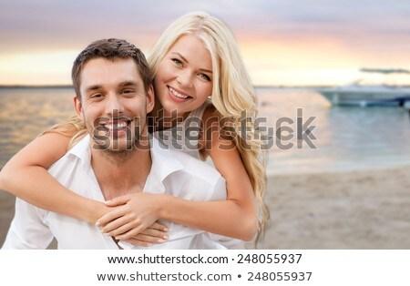 aile · yürüyüş · plaj · el · ele · tutuşarak · gülen · çocuk - stok fotoğraf © dolgachov