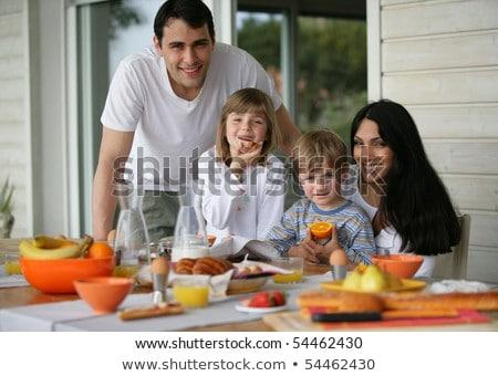 mise · au · point · sélective · homme · déjeuner · ensemble · maison · de · famille · mère - photo stock © galitskaya