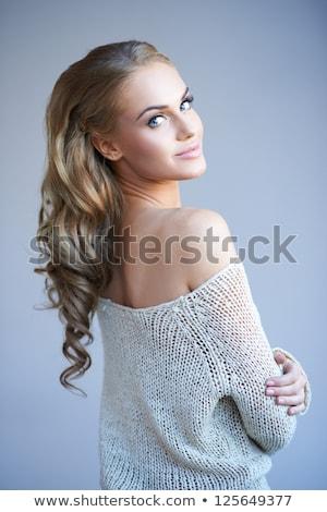 bela · mulher · olhando · ombros · isolado · mulher · cara - foto stock © dash