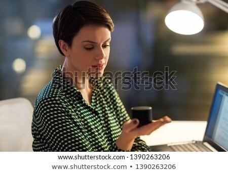 üzletasszony okos hangszóró éjszaka iroda üzlet Stock fotó © dolgachov