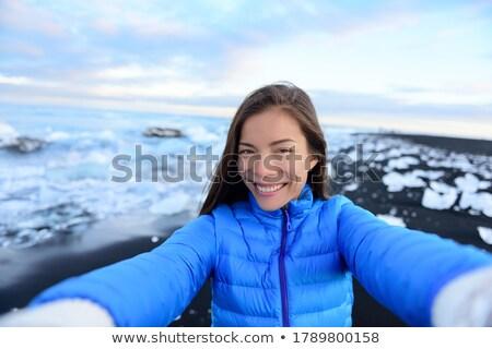 Aventura explorador mujer Islandia diamantes playa Foto stock © Maridav