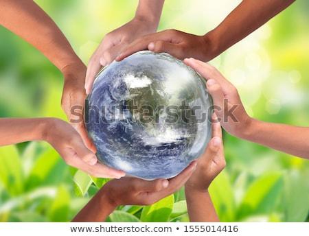 Verde terra globo mulher mãos borboleta Foto stock © Sarunyu_foto