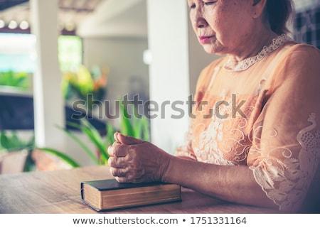 アジア · シニア · 女性 · 祈っ · 民族 - ストックフォト © ampyang