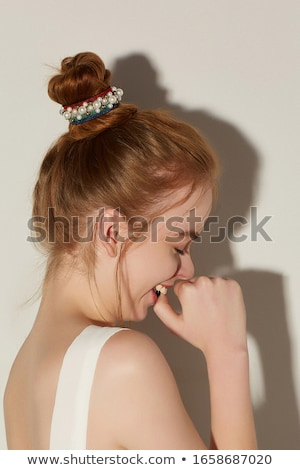 Mulher vermelho morder miçanga verde moda Foto stock © chesterf
