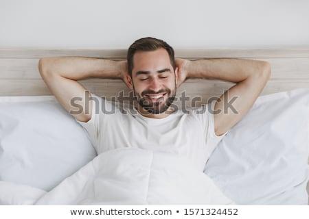 男 · ドレッシング · ジーンズ · ベッド · 肖像 · ハンサムな男 - ストックフォト © iofoto