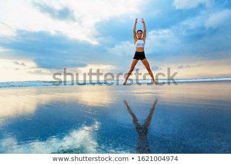 Sport donna star posizione eseguire ritratto Foto d'archivio © deandrobot