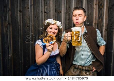 カップル 伝統的な 衣装 ビール 庭園 晴れた ストックフォト © kb-photodesign