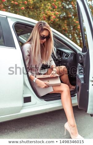 fora · carro · mulher · jovem · passos · lado · porta - foto stock © deandrobot