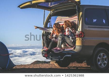 Stockfoto: Paren · Maakt · een · reservekopie · kampeerder · van · glimlachend · vakantie