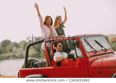 jóvenes · coche · río · cuatro · mujeres - foto stock © boggy