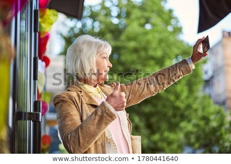 gelukkig · senior · vrouw · roepen · smartphone · zomer - stockfoto © dolgachov