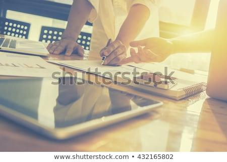 ビジネスマン · デジタル · タブレット · 座って · 現代 · オフィス - ストックフォト © freedomz