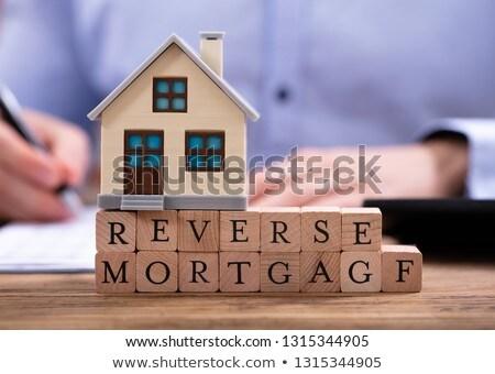 Hypothek Geschäftsmann Haus Modell Blöcke schriftlich Stock foto © AndreyPopov