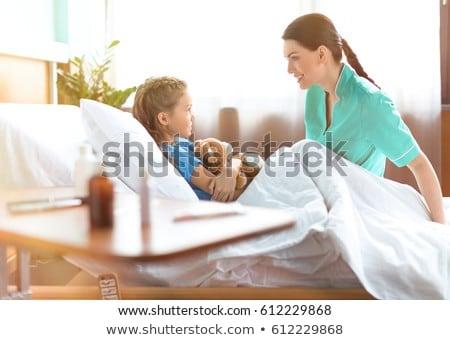Meisje verpleegkundige medische kind home Stockfoto © Lopolo