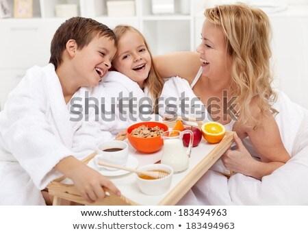 счастливым · молодые · семьи · есть · завтрак · кровать - Сток-фото © dotshock