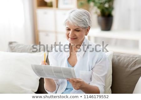 Kıdemli kadın gazete ev yaş Stok fotoğraf © dolgachov
