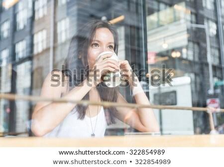 幸せ · 若い女性 · 飲料 · コーヒー · 座って · 表 - ストックフォト © pressmaster