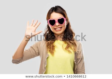 ázsiai nő napszemüveg integet kéz nyár Stock fotó © dolgachov