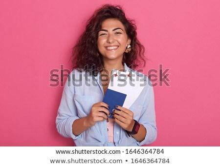 Afbeelding mooie volwassen vrouw glimlachen reizen Stockfoto © deandrobot