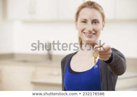 boldog · fiatal · üzletasszony · tart · kulcs · portré - stock fotó © wavebreak_media