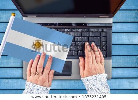 Kezek dolgozik laptop Argentína mutat képernyő Stock fotó © michaklootwijk