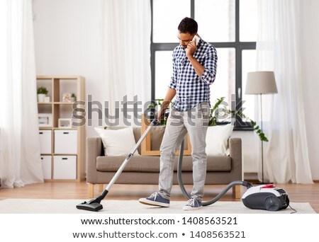 Man stofzuiger roepen cel home huishouden Stockfoto © dolgachov