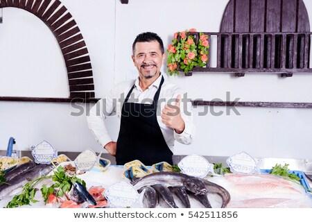 Vendedor peixe escala frutos do mar compras comida Foto stock © dolgachov