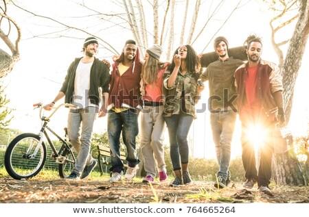 giovani · piedi · autunno · parco · gruppo - foto d'archivio © boggy