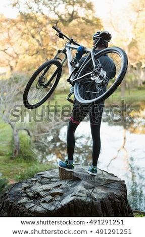 Férfi hegy motoros hordoz bicikli erdő Stock fotó © wavebreak_media