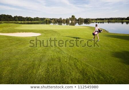 Foto stock: Menina · jogador · de · golfe · caminhada · campo · de · golfe · saco · de · golfe · feminino