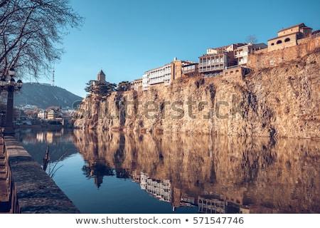 Maisons falaise au-dessus rivière Géorgie ville Photo stock © borisb17