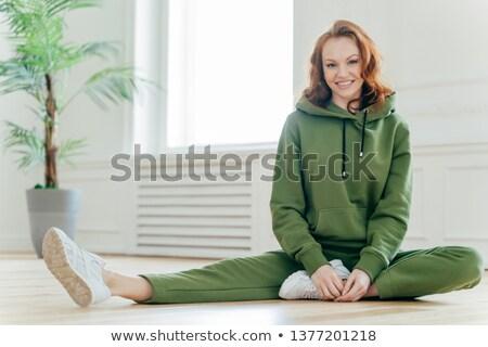 Deportivo motivado femenino agradable flexibilidad delgado Foto stock © vkstudio