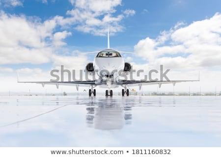 離陸 · 滑走路 · 平面 · フライ · アップ · 空港 - ストックフォト © stuartmiles