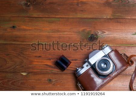 estilo · retro · câmera · mesa · de · madeira · prato · foto · quadros - foto stock © stevanovicigor