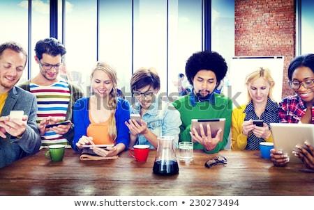 Jonge persoon mobiele telefoon meisje telefoon stad Stockfoto © photography33
