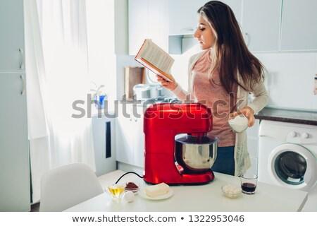 Kadın mutfak okuma güzel genç kadın Stok fotoğraf © studiofi
