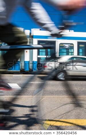 Stad vervoer woon-werkverkeer fiets auto bus Stockfoto © lightpoet