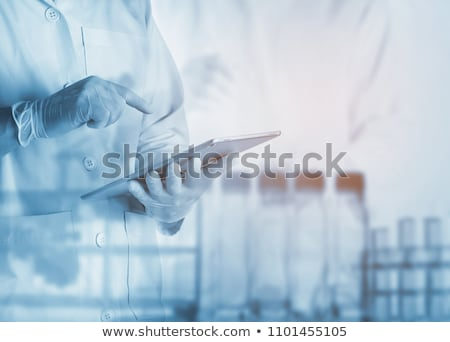 Recherche scientifique médecin scientifique chercheur marche microscopique Photo stock © Lightsource