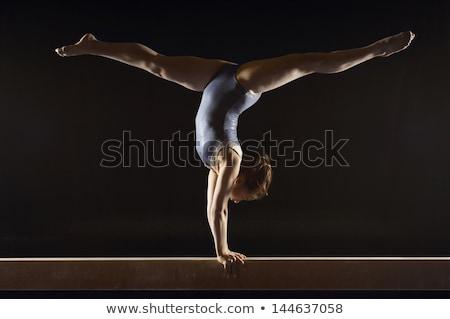 Meisje gymnast spiegel cute weinig Stockfoto © O_Lypa