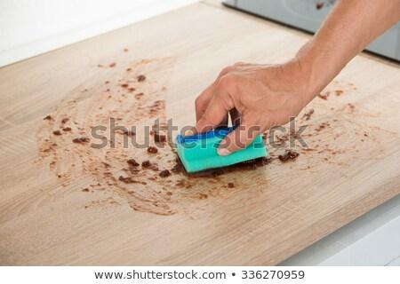 férfi · takarítás · konyhapult · szivacs · kép · kéz - stock fotó © andreypopov