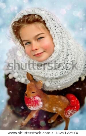 Nina jugando ciervos nieve ilustración feliz Foto stock © colematt