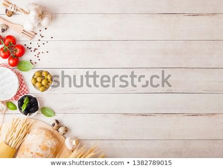 自家製 スパゲティ パスタ 卵 ボトル トマトソース ストックフォト © DenisMArt