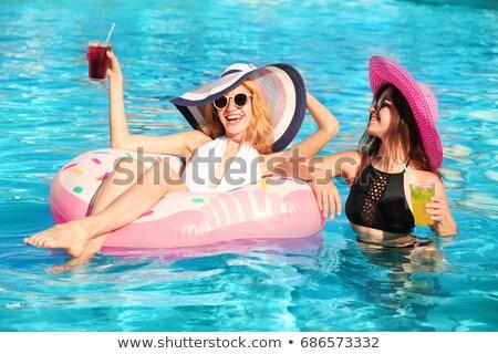 genç · kadın · ayakta · kokteyl · yüzme · havuzu · güzel · genç - stok fotoğraf © is2