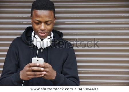Smartphone luisteren naar muziek hoofdtelefoon Stockfoto © ruslanshramko