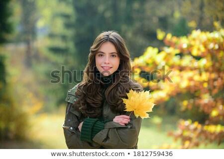 Feliz mulher jovem maple leaf outono parque temporada Foto stock © dolgachov