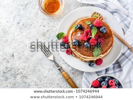 Heerlijk eigengemaakt pannenkoeken zomer bessen koffie Stockfoto © karandaev
