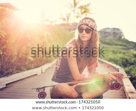 Nastolatek dziewczyna wygaśnięcia strona morza strony Zdjęcia stock © Lopolo