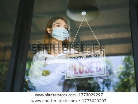 Női bolt tulajdonos felirat zárva ablak Stock fotó © feverpitch